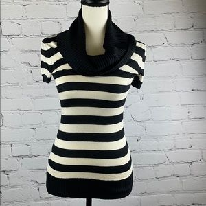 BCBGMAXAZRIA black & white short sleeve sweater XS